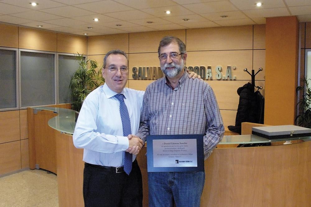 Llorens y Sr. Escoda placa jubilacion